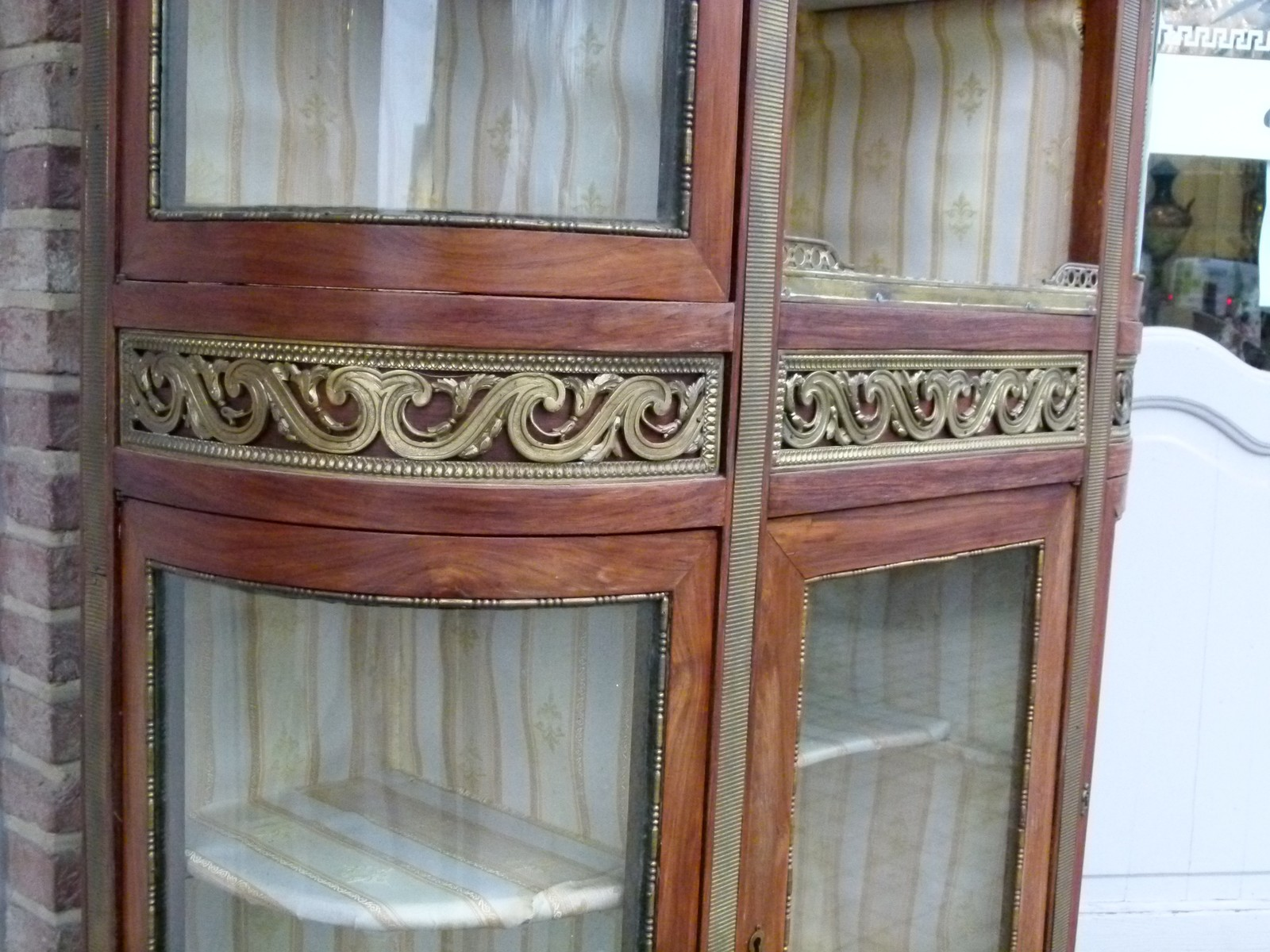 Napoleon III Display cabinet with curved glass and marble ...